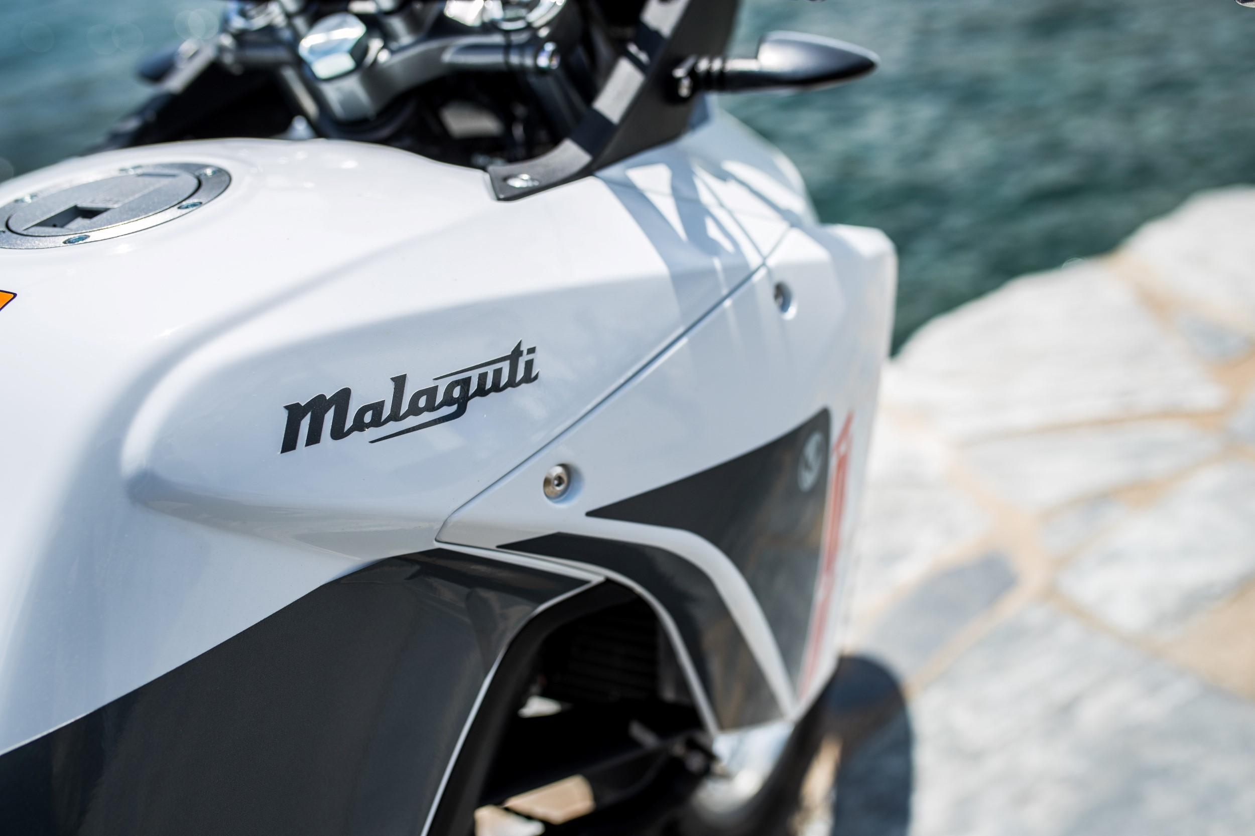 https://malaguti.bike/wp-content/uploads/sites/3/2021/08/dune-tank-detail.jpg